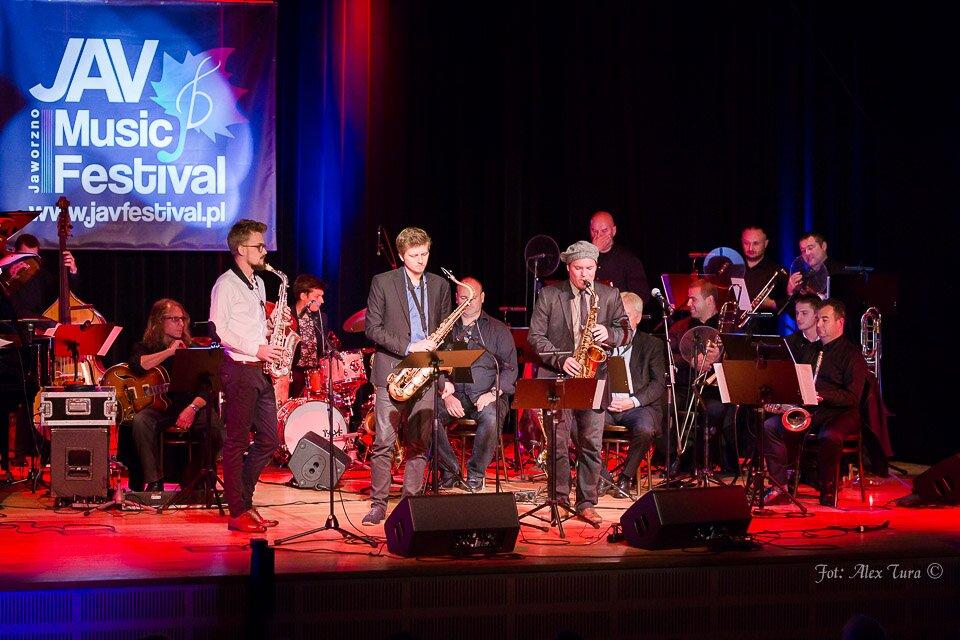 Baptiste Herbin i pięć innych saksofonów w ostatnim dniu Jav Music Festival